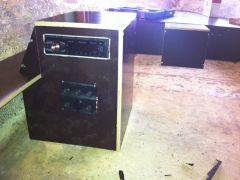 Hål för stereo och strömbrytare på plats