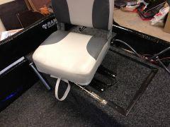 Glidskena och snurrplatta till stolen bak